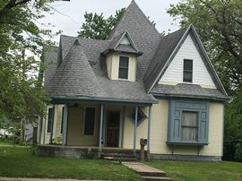 3 Bedroom, 5 Bathrooms,  514 S. Fourth Greenville, IL